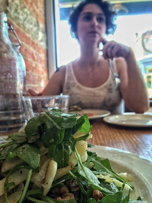 Comer em Toronto é uma delícia. Tem de tudo. A salada do almoço foi pra balancear com o bacon do jantar no dia anterior.